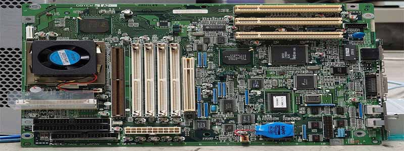 how to clean motherboard of pc